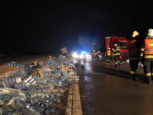 Foto: Srážka tří vozidel zablokovala dálnici na Bratislavu
