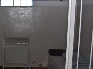 Amnestovaný muž přistižen při krádeži, je opět za mřížemi