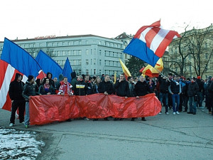 VIDEO: Pochod fotbalových fanoušků za Lužánky