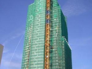 Mrakodrap AZ Tower prodává už poslední apartmány