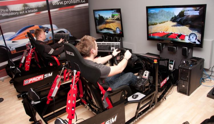 Evropští šampióni na Motormix Profisim setkání závodníků