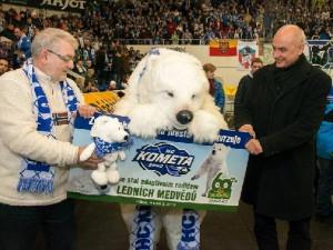 Hokejisté Komety se stali adoptivními rodiči medvíďat