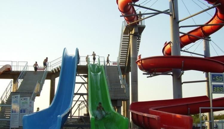 V akvaparku v Pasohlávkách finišují instalace vodních atrakcí