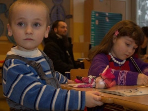 Děti by mohly být hlídány chůvami z řad nezaměstnaných