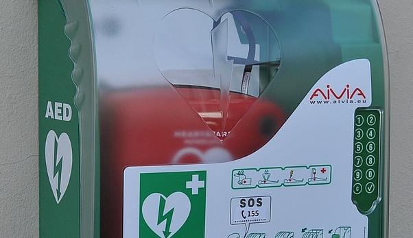 13 defibrilátorů v ulicích Brna