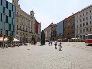 Cizince čeká v brněnské letní škole zápolení s českou gramatikou