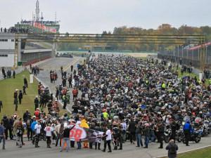 Automotodromem v neděli projelo 2988 motocyklů - nový rekord!