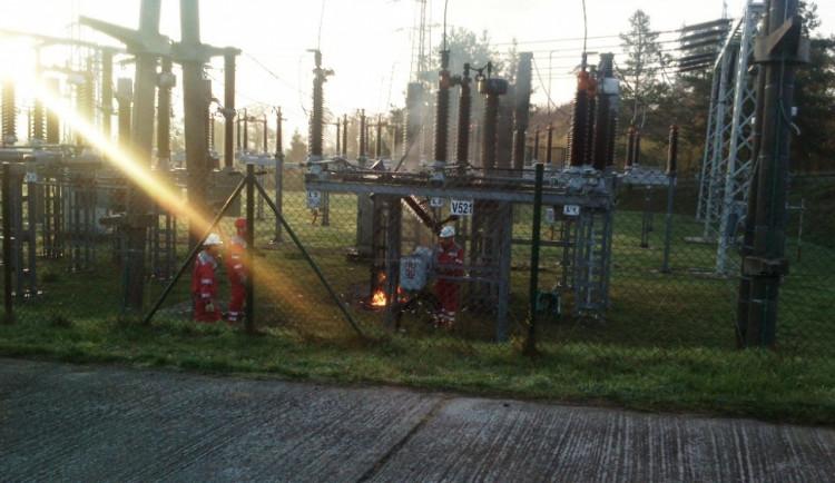 Na Lesné v neděli hořela trafostanice