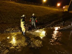 Havárie vodovodu vytvořila v Hradecké ulici lagunu