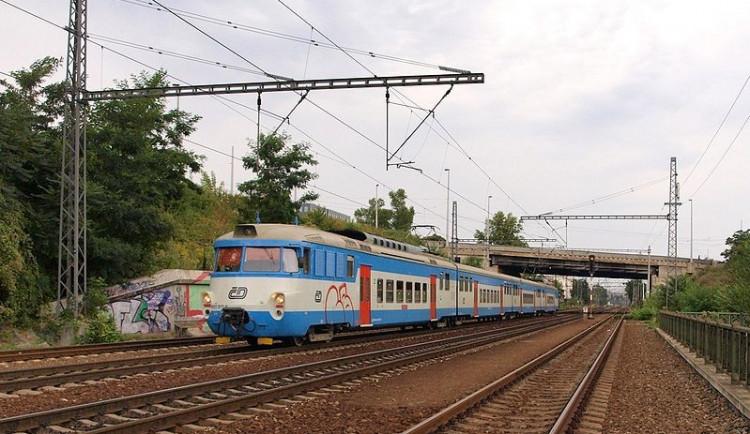 Na Vyškovsku zemřel v noci při srážce s vlakem řidič