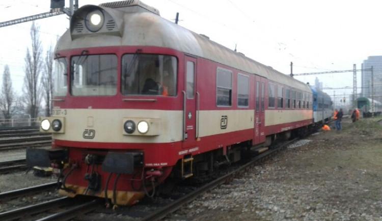 Na hlavním nádraží ráno vykolejil vlak se 150 lidmi