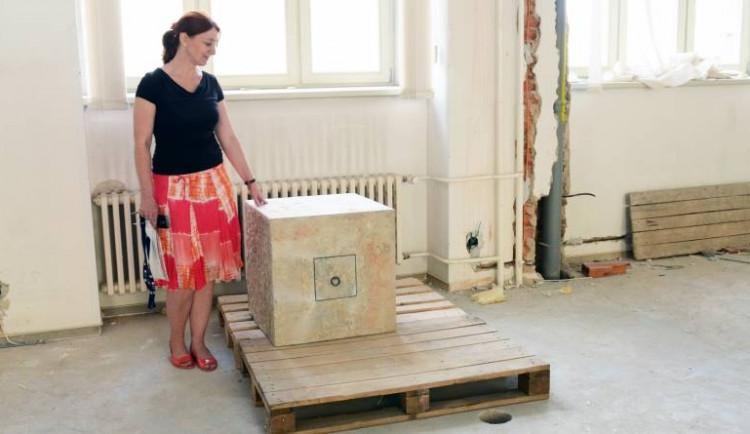 Dělníci ve sklepě našli základní kámen brněnské právnické fakulty