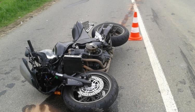 V centru Brna se střetnul motocykl s chodcem, došlo na těžká zranění