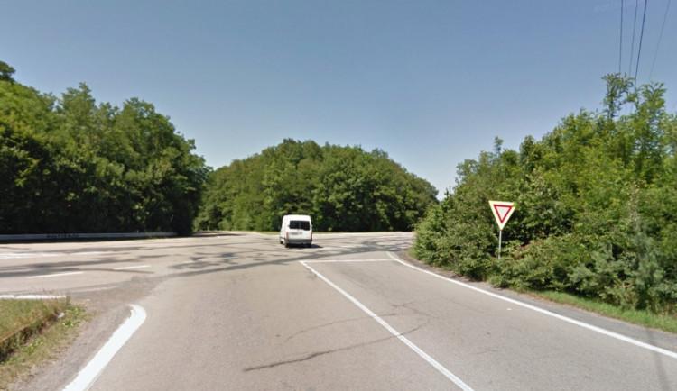 Při střetu aut na Staré dálnici se jedno vzňalo