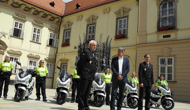 Strážníci mají nové skútry, některé z nich jen za korunu měsíčně