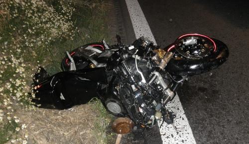 Z nehody se dvěma motocykly si cyklista odnesl těžké zranění