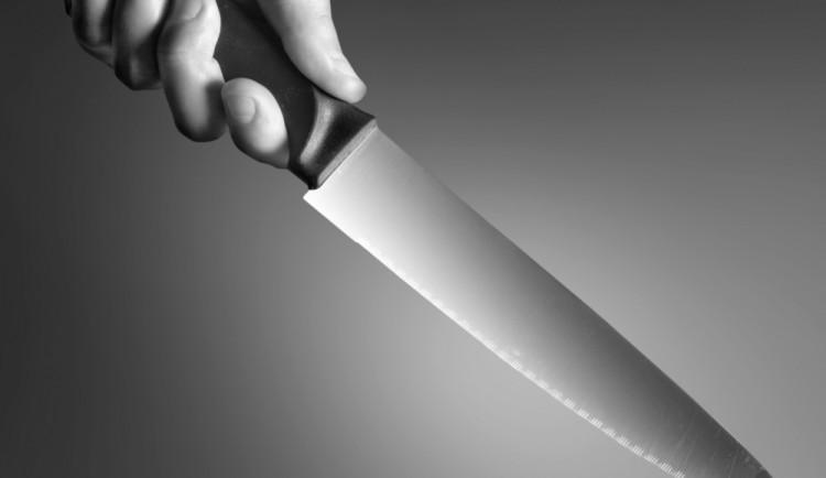 Muž se měl jen rozloučit, nakonec bývalou partnerku napadl