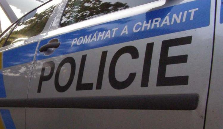 Opilý mladík si zavolal policisty, chtěl s nimi závodit v autě