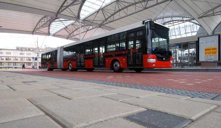 Do ulic Brna dnes vyjely nové plynové autobusy