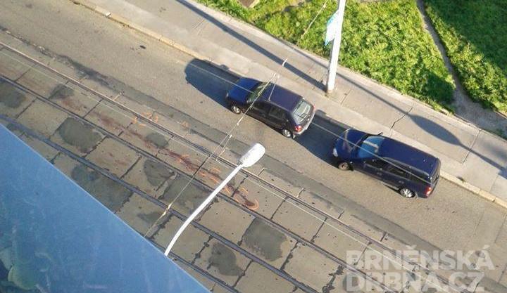 Na Pekařské ulici srazila tramvaj muže, jeho stav je vážný