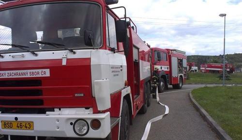 V Bohunické ulici někdo prorazil několika kamionům nádrže