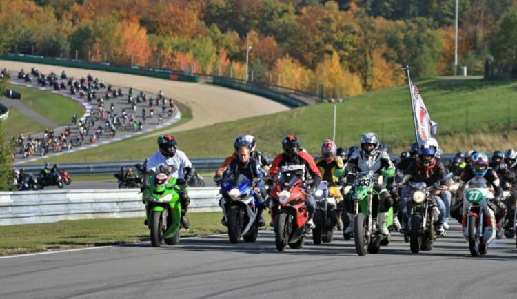 Simoncelliho si v Brně připomnělo 3795 motorkářů, loňský rekord padl