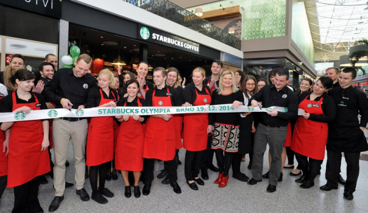 Brňané dnes poprvé ochutnají slavnou kávu Starbucks