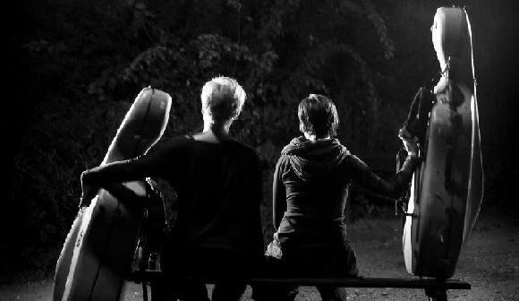 Duo violoncellistek Tara Fuki dnes v Brně představí nové album