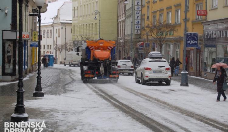 Silnice jsou na jižní Moravě sjízdné se zvýšenou opatrností