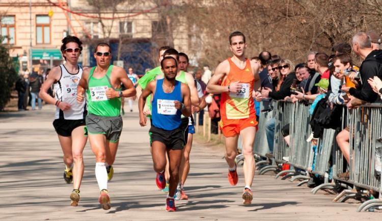 Více než tisícovka běžců zaplnila nejstarší brněnský park