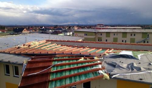 Vítr odnesl střechu domova pro seniory v Šanově, evakuace 40 lidí