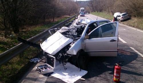 Na Vyškovsku zemřeli dva lidé v osobním autě po srážce s kamionem