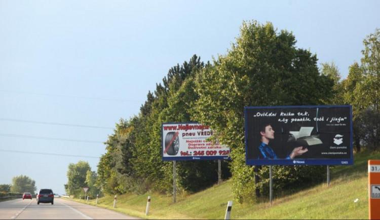 Magistrát odstraňuje nelegální billboardy