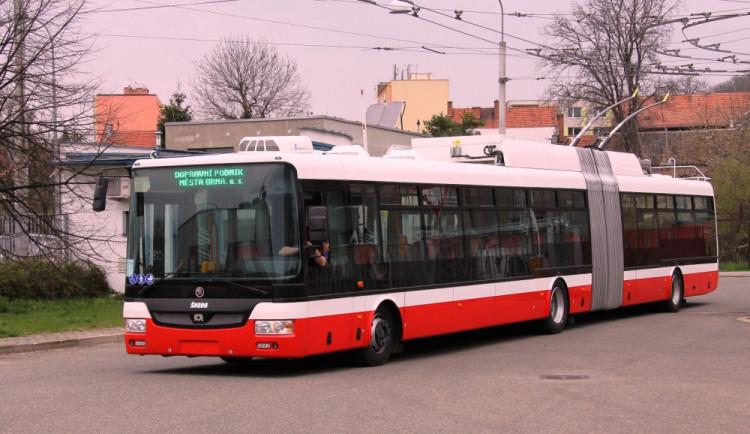 Po šesti letech má Brno nový kloubový trolejbus