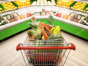 Výdaje na potraviny rostou – chudší domácnosti kupují více pečiva, bohatší více ryb, ovoce a zeleniny