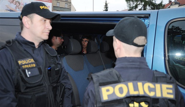 Policie zajistila na jižní Moravě od páteční noci 35 běženců