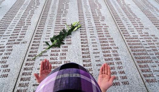 Srebrenický masakr není ani po dvou dekádách jen historií