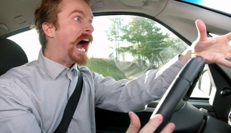 Agresivita hraje roli až ve 40 procentech smrtelných dopravních nehod