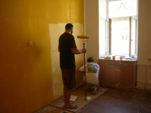 Firemní dobrovolníci vymalovali dětské centrum