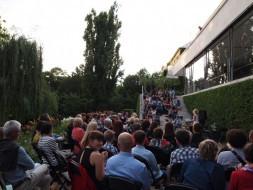 Do slavných brněnských vil zavítaly večer stovky lidí