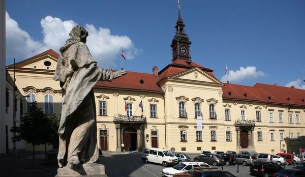 Nová koalice v Brně v dohodě chce levnější tramvajenku, sál i stadion