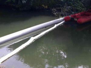 Neznámá látka znečistila na Blanensku řeku Svitavu