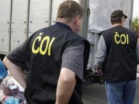 ČOI odhalila v Hatích padělky, prodejci napadli inspektorku