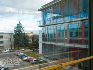 Masarykův ústav v Brně chce koupit robota na operace nádorů