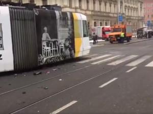 Po střetu s osobním autem vykolejila v Brně šalina, nikdo se nezranil