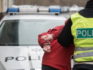 Prodavač večerky v Brně vytrhl lupiči zbraň z ruky, policisté zloděje dopadli za dvacet minut