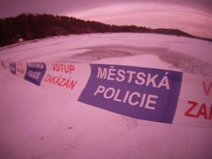 Strážníci varují: Na Priglu se na několika místech vytvořily  vzduchové kapsy, led se na nich může propadnout