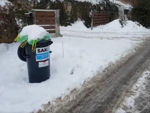 Mráz a sníh komplikuje popelářům v Brně práci