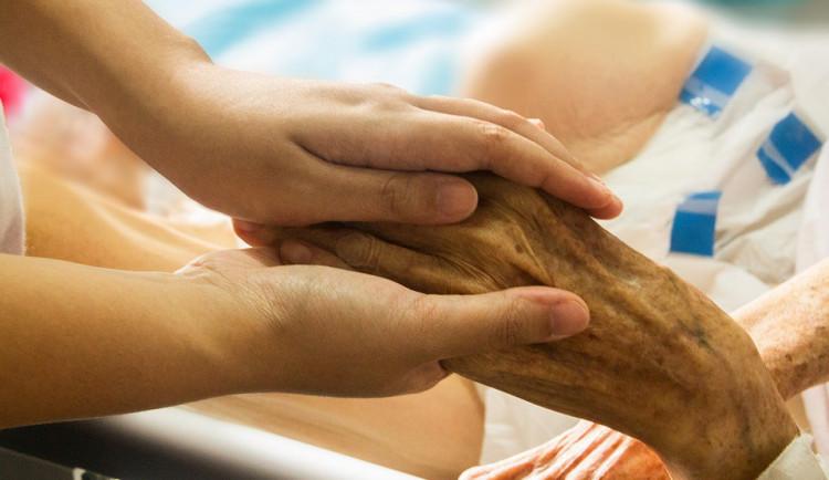 Kraj podpoří domácí hospicovou péči deseti miliony korun