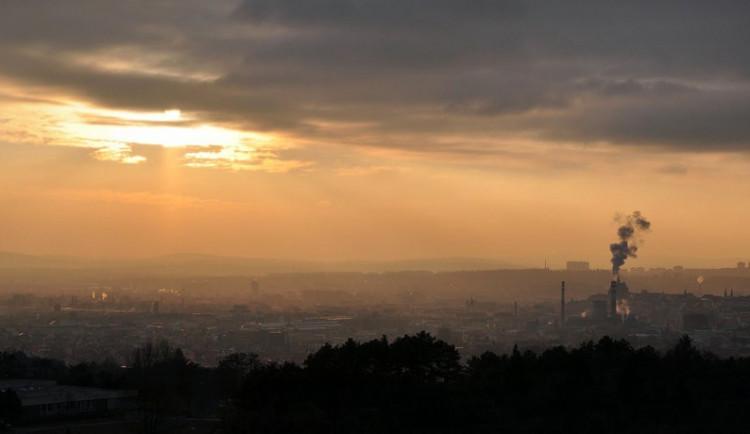 Na jižní Moravě trvá smogová situace, ovzduší se ale zlepšilo